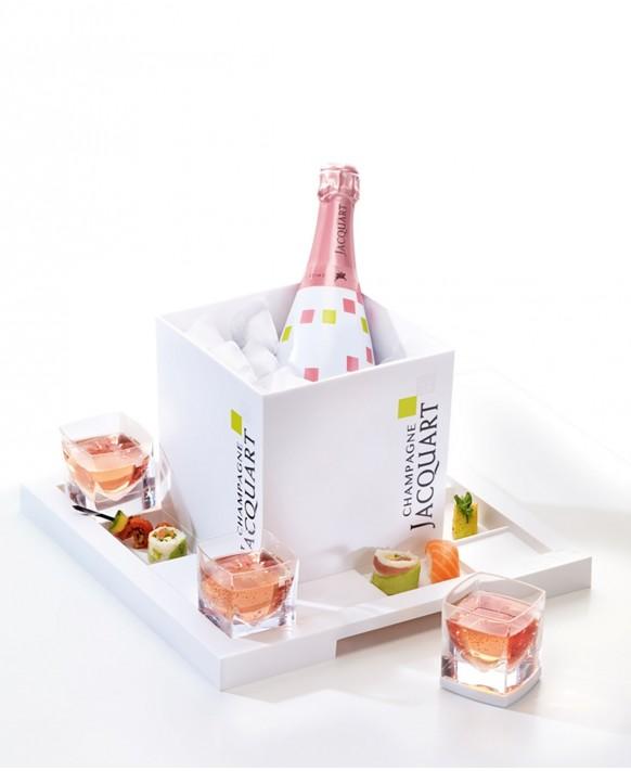Champagne Jacquart Rosé cube box et son plateau